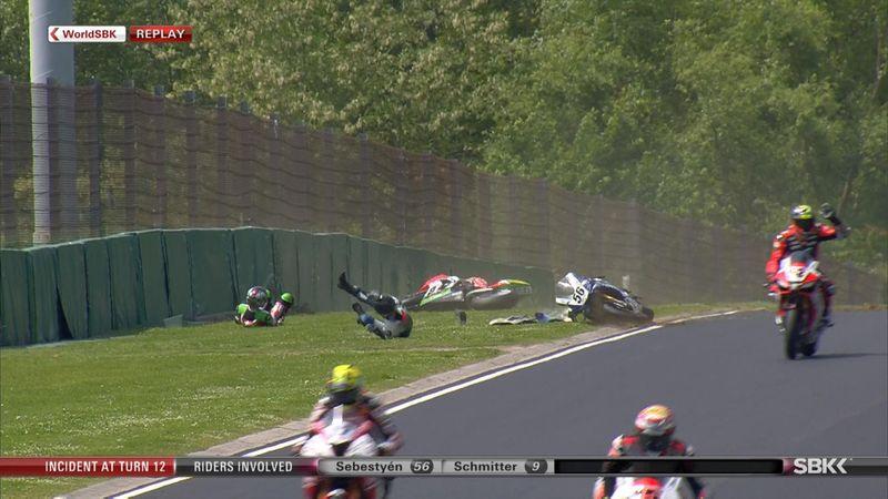 Superbike'ta korkutucu kaza! Az daha eziliyordu...