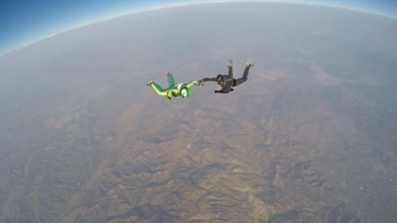 Skydiver jumps 25,000ft... without a parachute