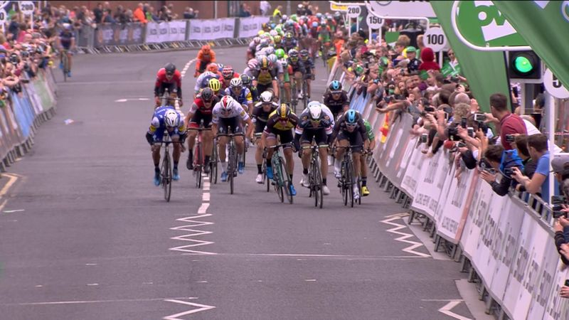 Britanya Turu: İkinci etapta Boasson Hagen çizgi ihlali yapınca zafer Viviani'nin
