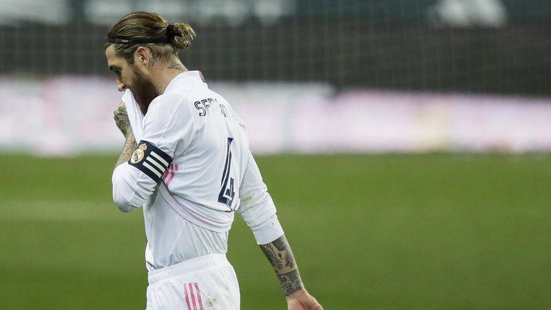 Ramos, la enésima leyenda en marcharse del Madrid por la puerta de atrás