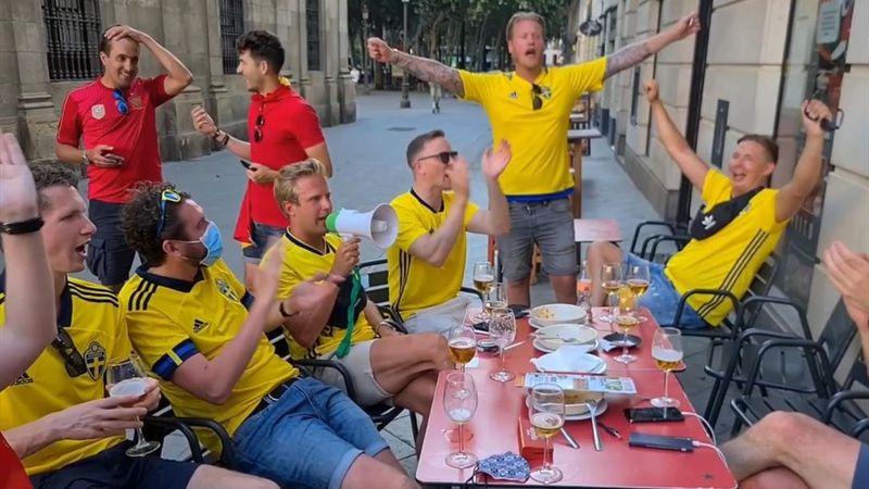 ¡Bailando la Macarena! Los suecos se lo pasan en grande en Sevilla