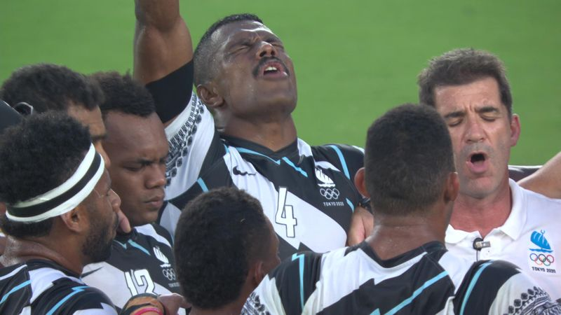 Tokyo 2020 | De rugbyers van Fiji vieren het goud met zang
