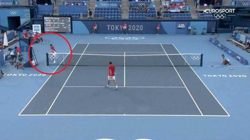 Tenis   Djokovic lanza una raqueta y rompe otra ante la permisividad del silla