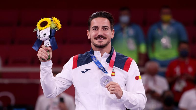 Damián Quintero recibe con orgullo su histórica medalla de plata