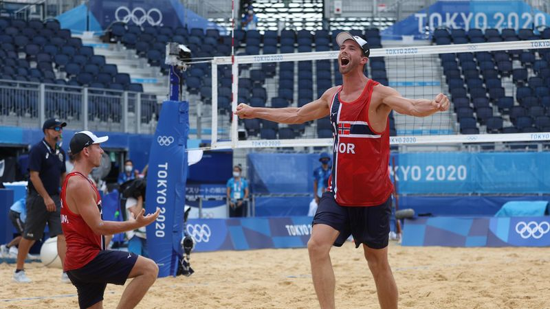 Tokyo 2020 | Noorwegen pakt verrassend goud bij mannen beachvolleybal