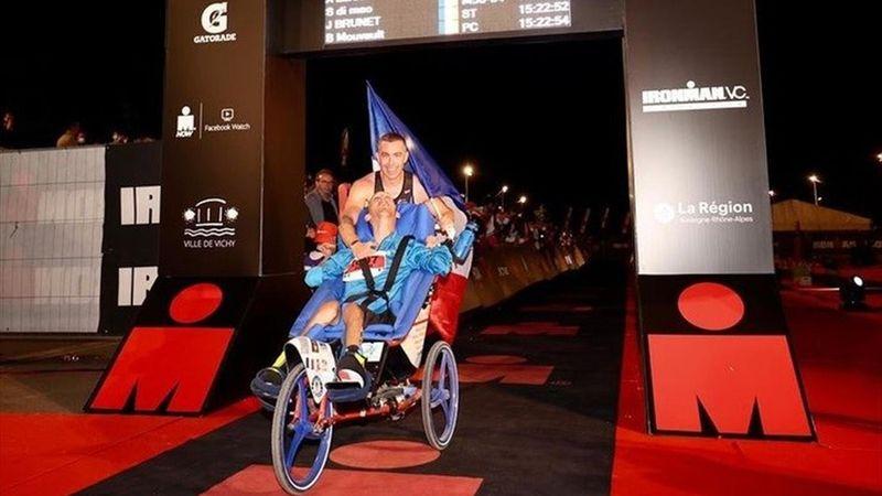 Tétraplégique, il est finisher l'Ironman de Vichy : l'exploit de Julien Brunet et son accompagnateur