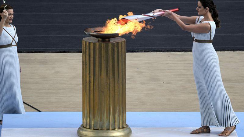 Übergabe des Olympischen Feuers: Feierliche Zeremonie in Athen