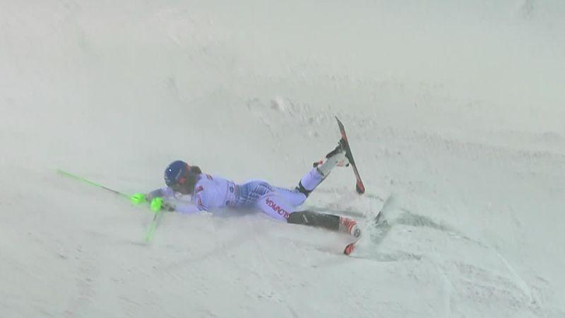 Wereldbeker Levi | Petra Vlhova kan de druk niet aan en gaat onderuit in 2e run