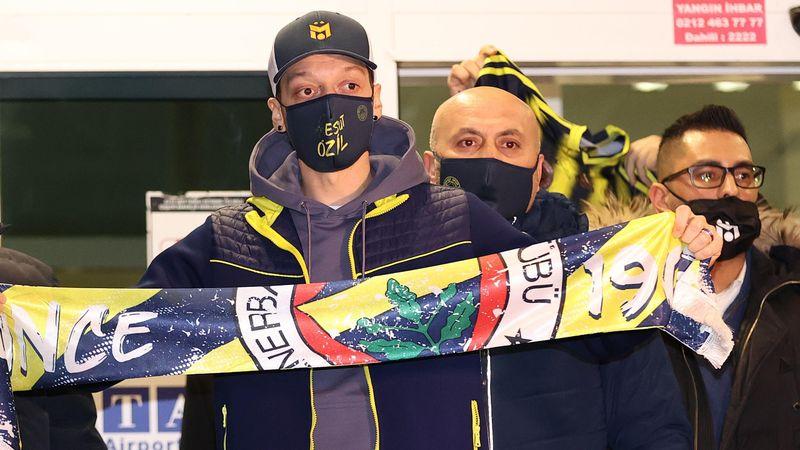 """Ozil, bagno di folla al Fenerbahce: """"Un sogno per me"""""""