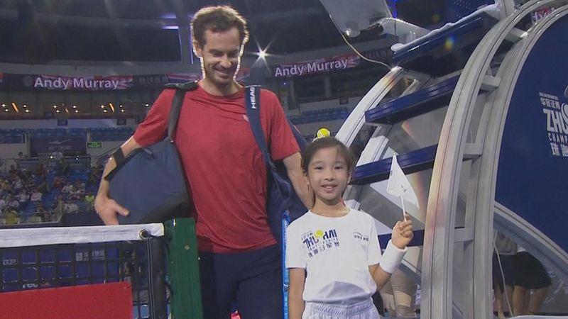 Очень маленькая, но очень суровая китайская девочка заблокировала 1,9-метрового Маррея