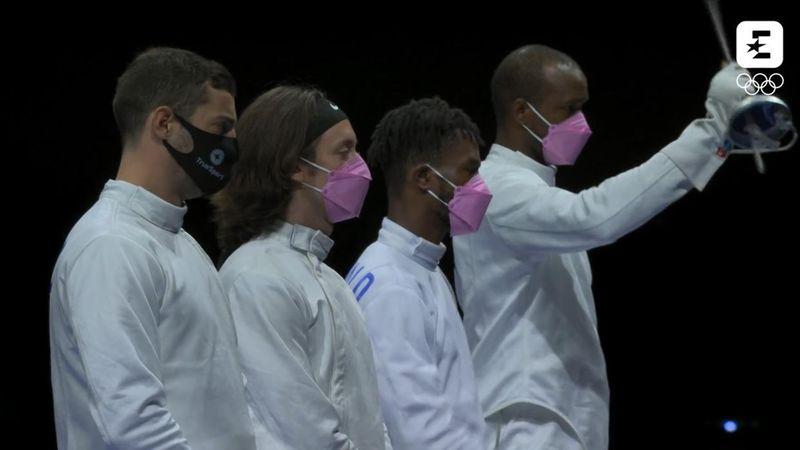 Le masque rose des épéistes américains, un signe de protestation contre leur propre équipier !