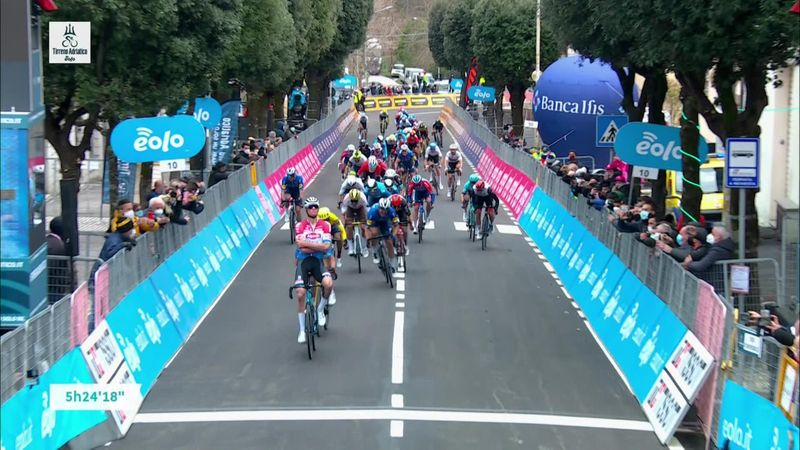 Mathieu van der Poel, victorie fantastică în fața lui Wout Van Aert, în Tirreno