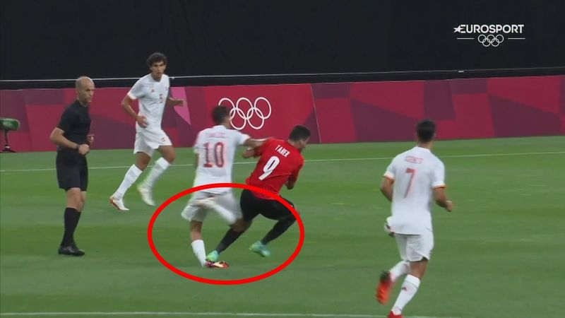Fútbol   La polémica: El pisotón a Ceballos que el VAR no consideró roja