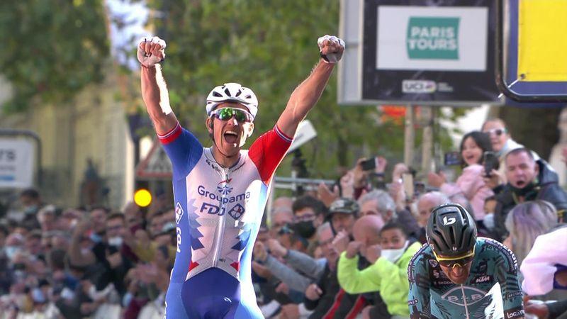 Még egy nagy siker a franciáknak a szezon végére: Démare óriásit hajtott a Paris-Tours győzelemért