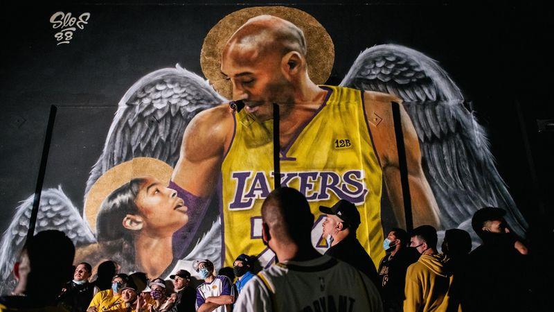 Un an après le drame, Kobe Bryant plus vivant que jamais