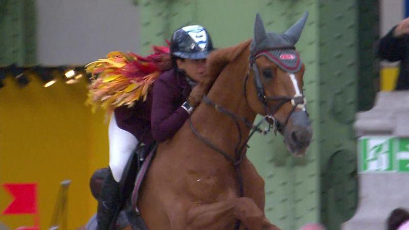 Saut Hermès:Danielle Goldstein rides with golden feathers in her hair