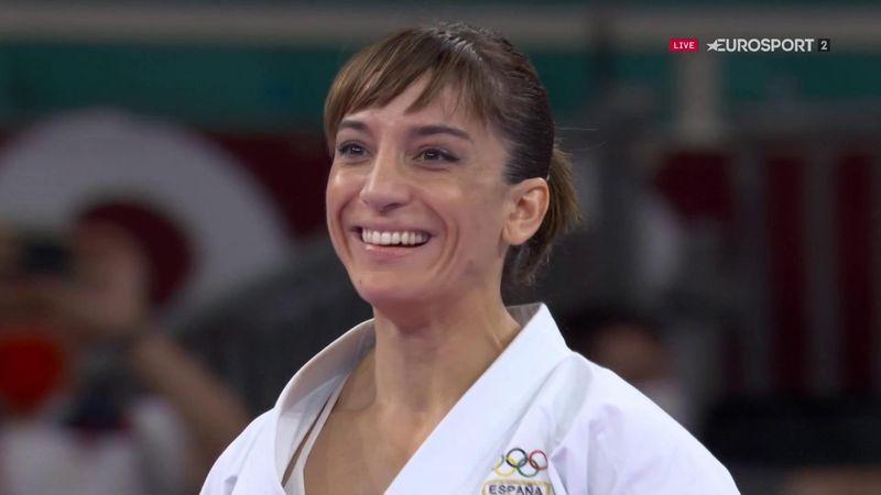 Kárate   El momento que emociona a toda España: Otorgan el oro a Sandra y rompe a llorar