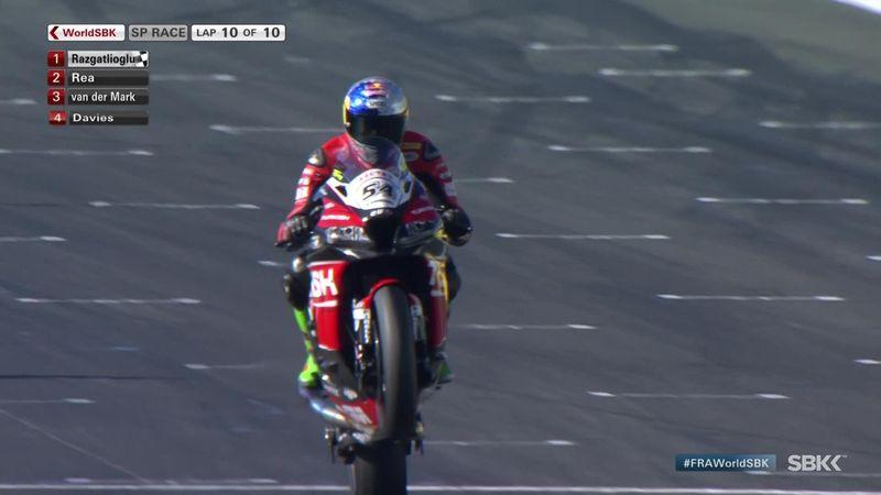 Superbikes, GP Francia: Razgatlioglu se estrena con una victoria de infarto