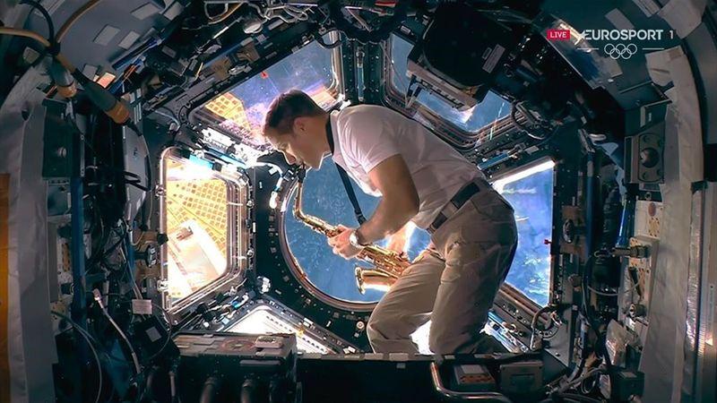 Saxophone et décor d'Interstellar : le clin d'oeil de Pesquet depuis l'espace