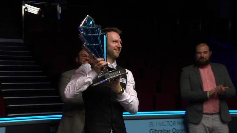 Snooker, un anno fa: Trump alza il trofeo nel silenzio
