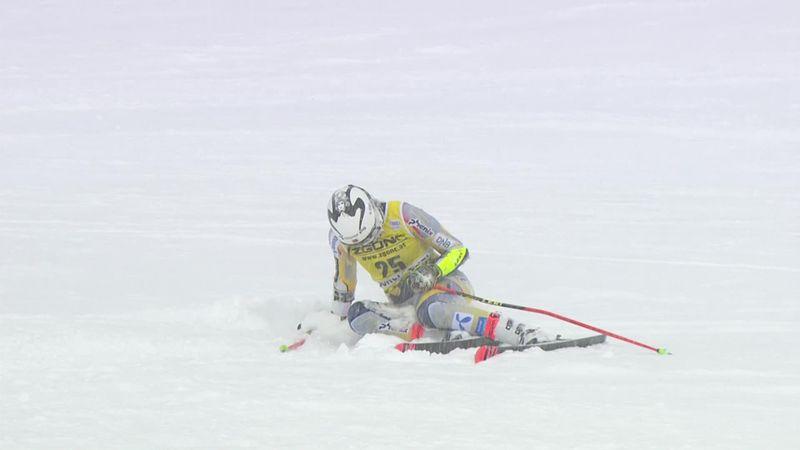 Норвежская горнолыжница рвалась к финишу, а в итоге упала и наелась снега