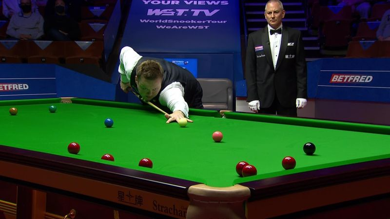'What happened there?' - Murphy misses pink by miles with bizarre shot