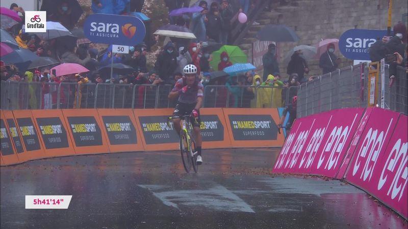 Ядерный спурт и финиш Геррейро на дождливой трассе девятого этапа