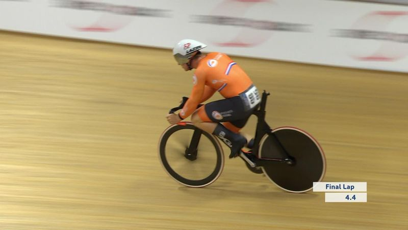 WATCH - Hoogland's saddle falls off in the middle of his sprint race
