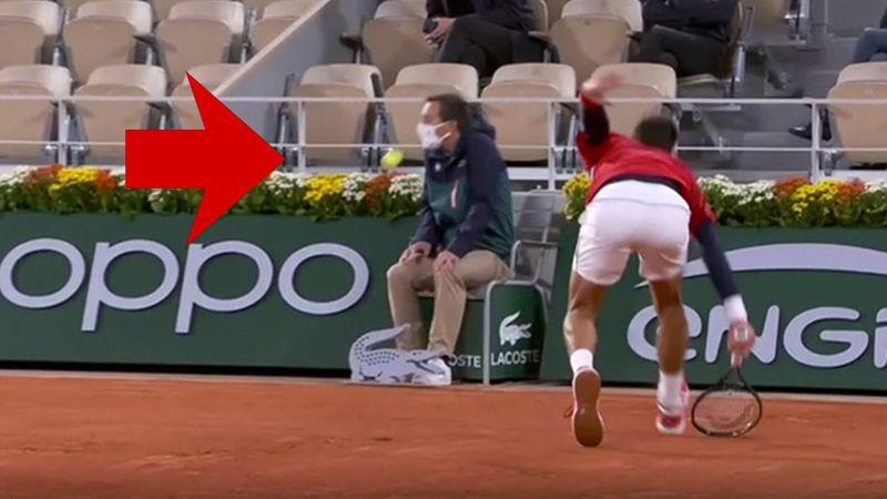 Schrecksekunde in Paris: Djokovic trifft wieder einen Linienrichter