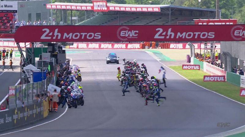 Des sprints de folie, un crash et un début de flammes : revivez le départ des 24H motos