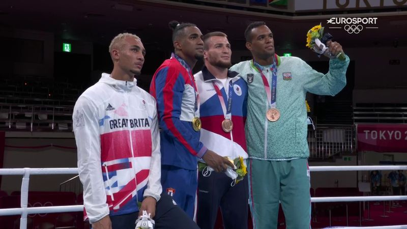 'Disappointment there' - GB's Whittaker devastated on podium, doesn't wear silver medal
