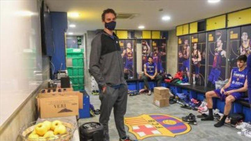 Pau Gasol visita a sus nuevos compañeros antes de incorporarse al Barça