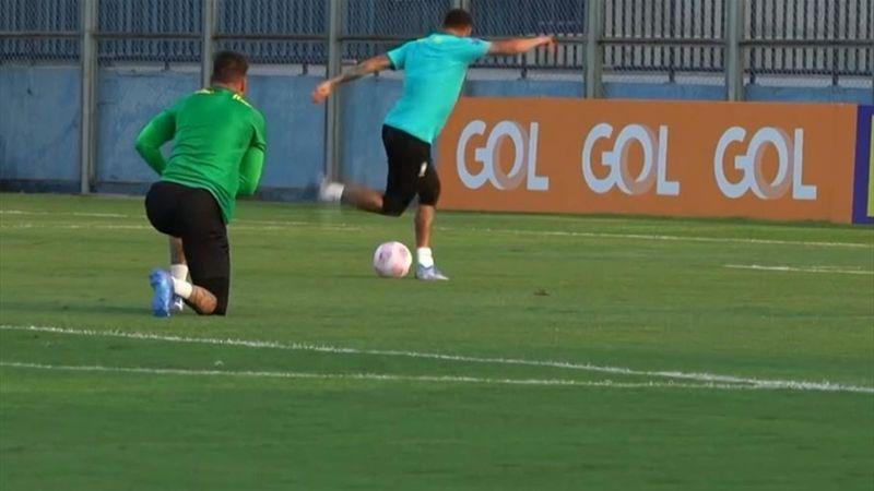 Dribble du gardien, coup du foulard : Neymar régale à l'entraînement avec le Brésil