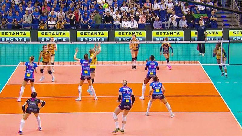Il volley nel dettaglio: regole base, ruoli in campo e sistemi offensivi più usati