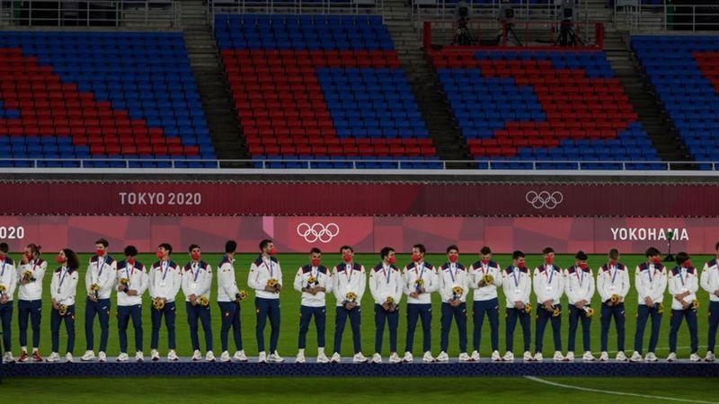 Fútbol (H)   Así recibió España la medalla de plata