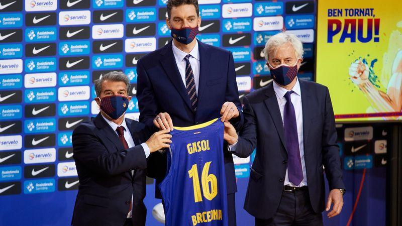 Pau Gasol, presentado entre ovaciones con el Barça