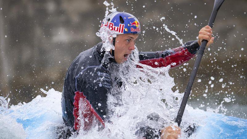 Clarke wins kayak K1 gold at Rio 2016