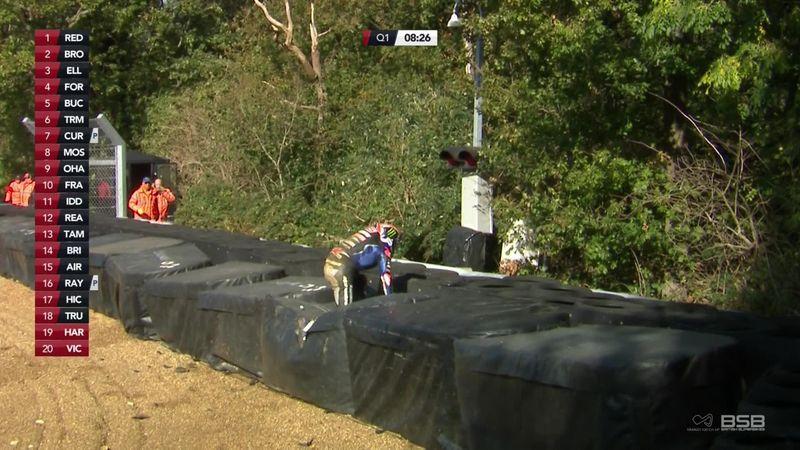 Campeonato británico de SBK: La caída fue tan fuerte que la moto terminó fuera del circuito