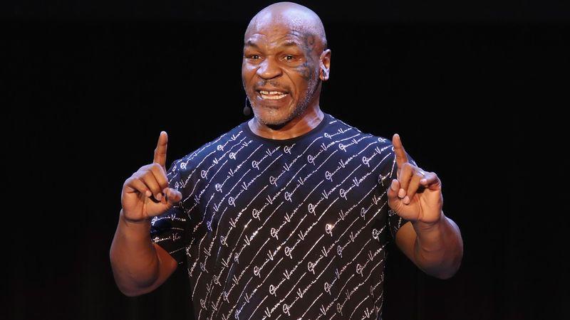 Mike Tyson v Roy Jones Jr.