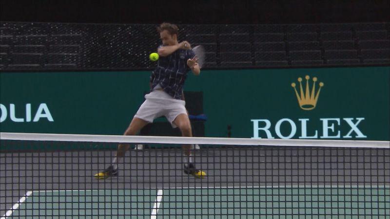 Paris Masters: Daniil Medvedev, lovitură spectaculoasă în finala cu Sascha Zverev
