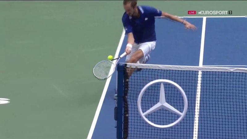 Обводящий Медведева у сетки – вершина теннисного искусства