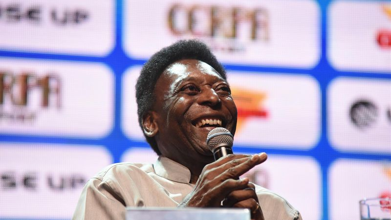 Pele's health allegedly deteriorating as he returns to ICU