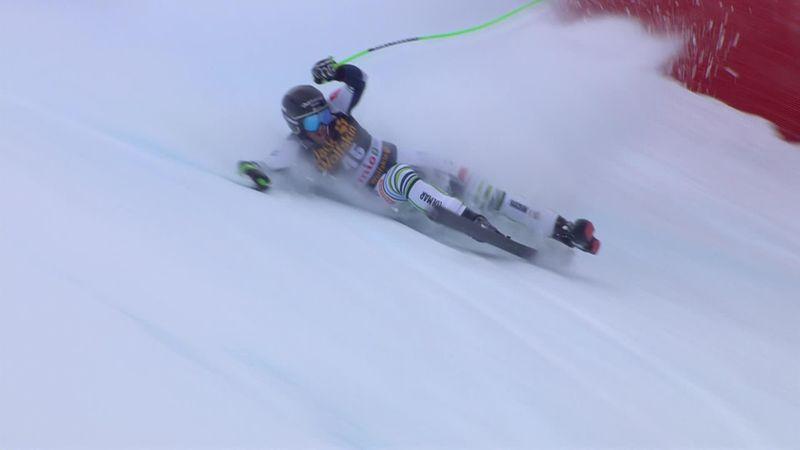 Словенский горнолыжник потерял лыжу во время спуска и зрелищно свалился вниз