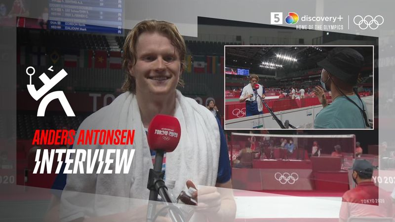 Kæk Antonsen med Falktoft på sidelinjen efter sejr: Er det din første gang til badminton?