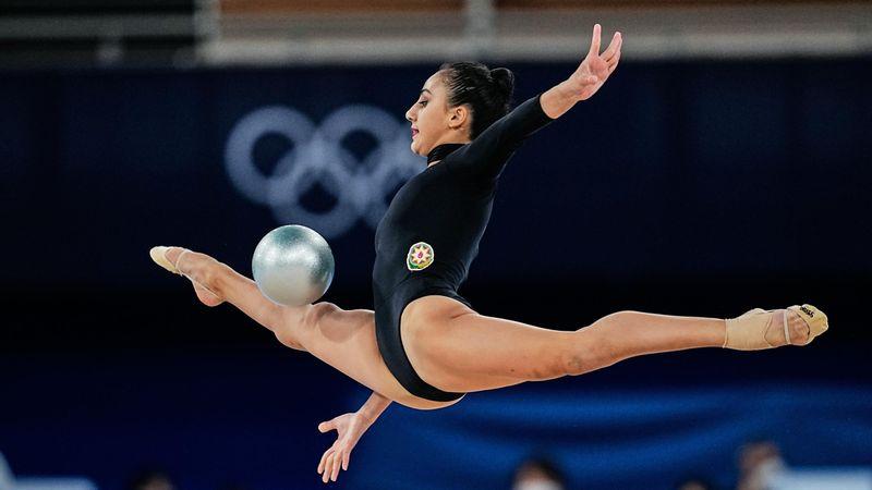 Quand la gymnastique rythmique est rock and roll : Aghamirova a décoiffé sur du AC/DC