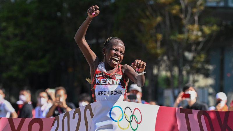 Atletismo (F)   Jepchirchir ríe la primera en la maratón y Kenia firma un doblete