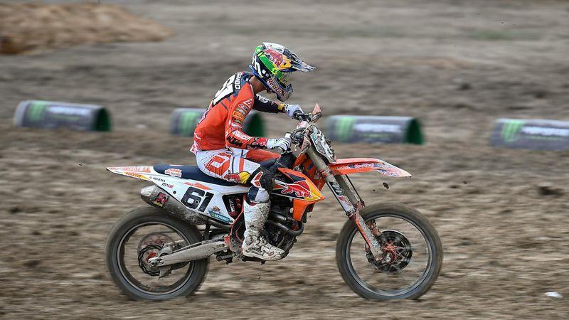 Jorge Prado takes the win in Race 1