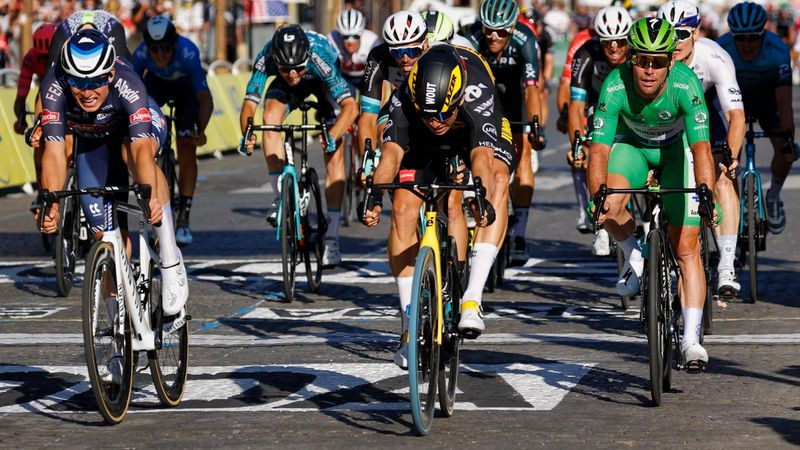 'Boxed in!' – Cavendish frustrated as Van Aert wins Stage 21