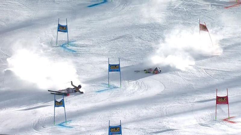 Конфуз в параллельном слаломе: две горнолыжницы упали почти одновременно