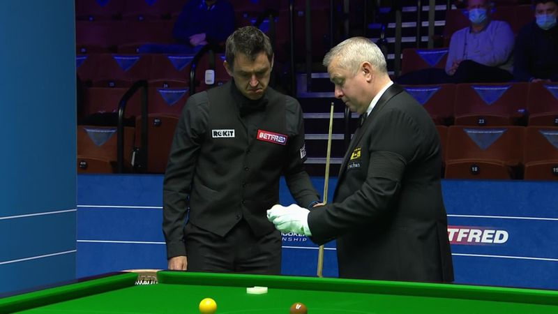 'I can see a mark on it' – Ronnie asks for cue ball to be changed after one shot